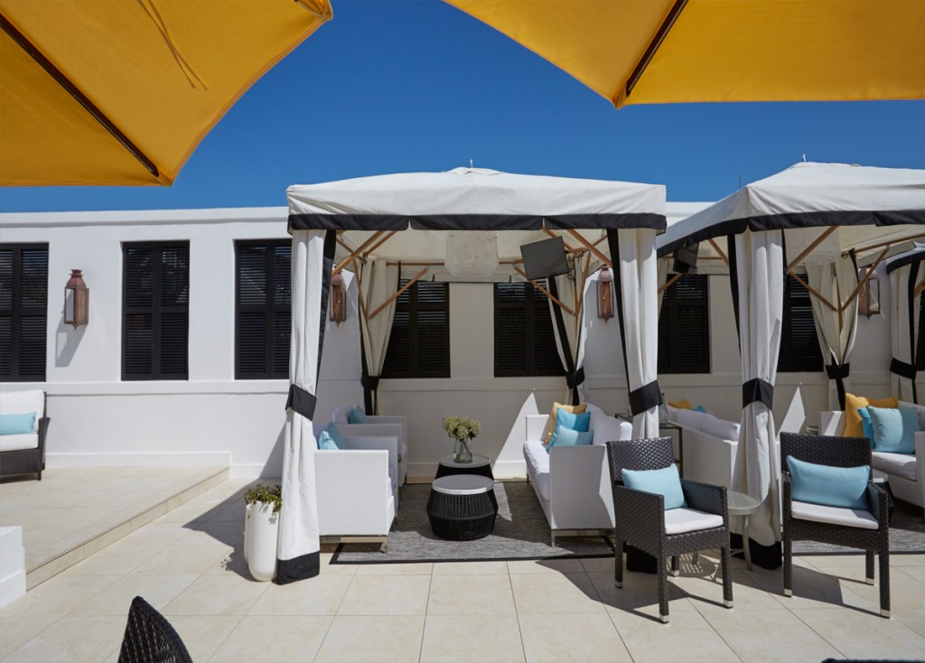 132_hotel-plaza-deck-porcelain-pavers-2cm.jpg